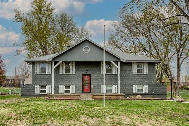 23690 W 56th Street, Shawnee, KS 66226 (MLS #2314241) :: Stone & Story Real Estate Group