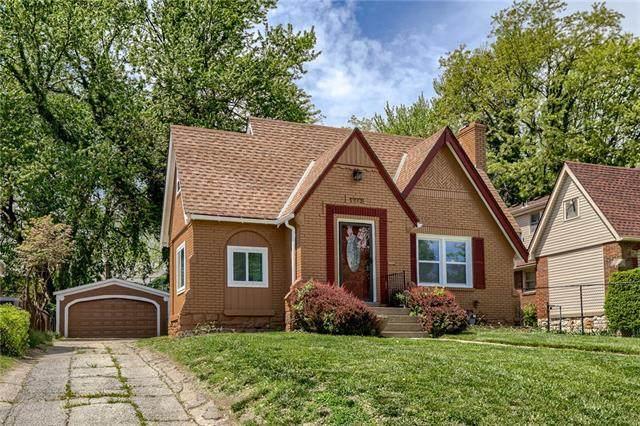 5912 Blue Hills Road, Kansas City, MO 64110 (#2314352) :: Ron Henderson & Associates