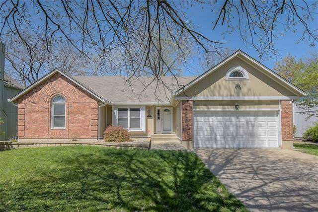 1009 NW Heatherwood Drive, Blue Springs, MO 64015 (#2314487) :: Eric Craig Real Estate Team