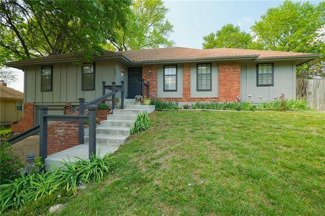220 NW 53rd Terrace, Gladstone, MO 64118 (#2314493) :: Five-Star Homes