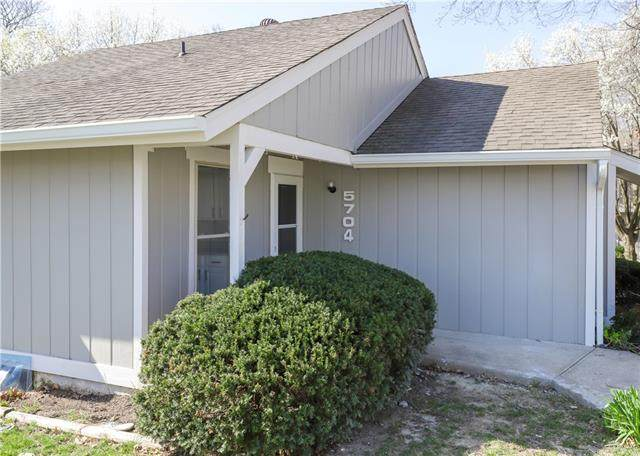 5704 N Oregon Avenue, Kansas City, MO 64151 (#2314498) :: Dani Beyer Real Estate