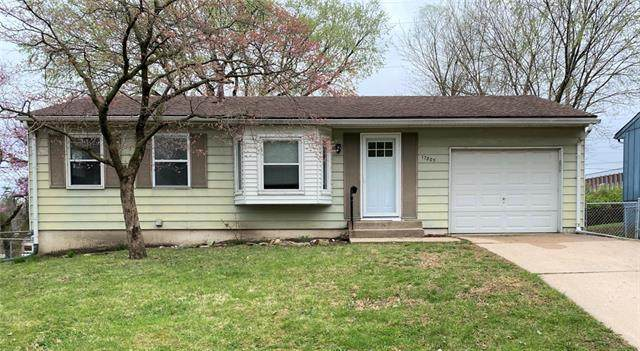 17805 Aqueduct Drive, Independence, MO 64057 (#2314562) :: Ask Cathy Marketing Group, LLC