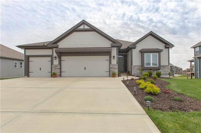 8111 NW 90th Terrace, Kansas City, MO 64153 (#2314587) :: Dani Beyer Real Estate