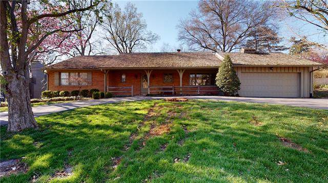 5643 Mission Road, Fairway, KS 66205 (#2314677) :: The Rucker Group