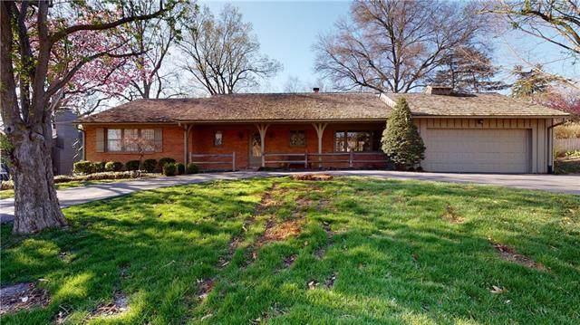 5643 Mission Road, Fairway, KS 66205 (#2314677) :: Dani Beyer Real Estate