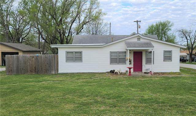 1302 S Little Street, Fort Scott, KS 66701 (#2314719) :: The Gunselman Team