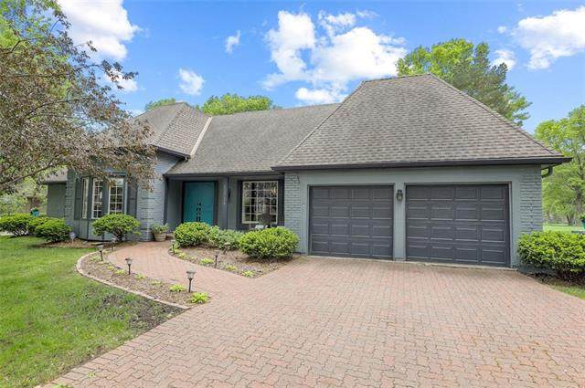 12724 Overbrook Road, Leawood, KS 66209 (#2314801) :: Team Real Estate