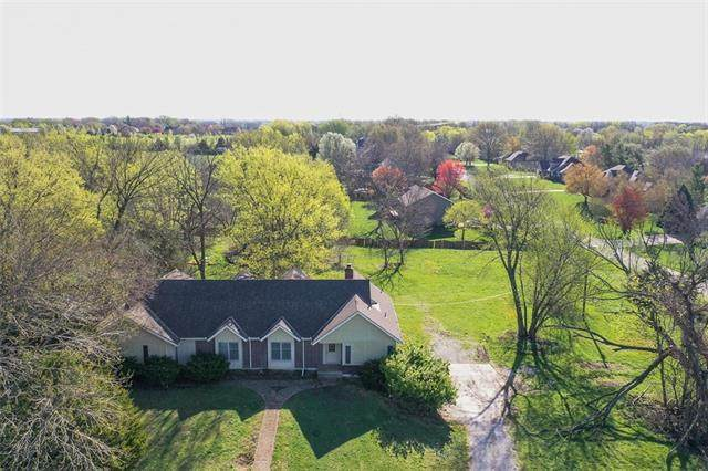 18515 Metcalf Avenue, Stilwell, KS 66085 (#2314808) :: Ron Henderson & Associates