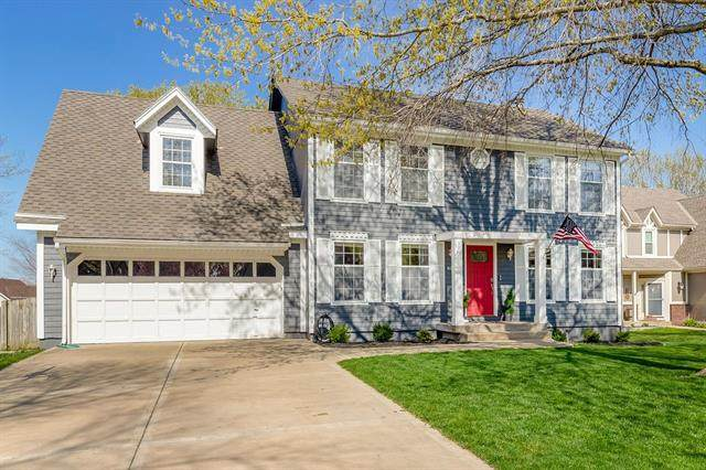 6114 W 158th Street, Overland Park, KS 66223 (MLS #2314895) :: Stone & Story Real Estate Group