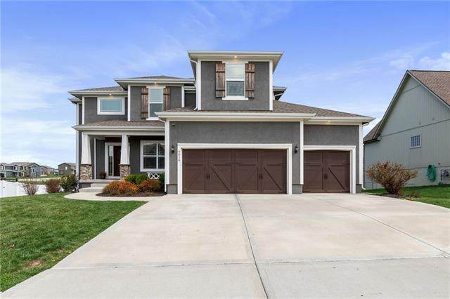 9016 SW 1ST Street, Blue Springs, MO 64064 (#2314919) :: Ron Henderson & Associates