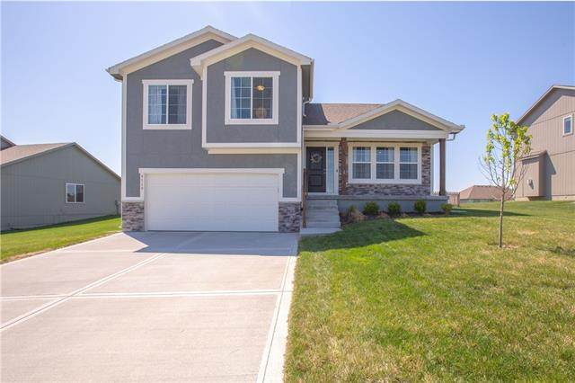 9119 NE 111th Place, Kansas City, MO 64157 (#2315081) :: Dani Beyer Real Estate