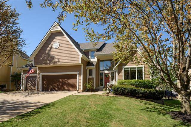 8221 W 146th Terrace, Overland Park, KS 66223 (#2315165) :: Ron Henderson & Associates