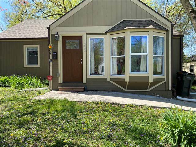 1222 S Pleasant Street, Independence, MO 64055 (#2315263) :: Eric Craig Real Estate Team