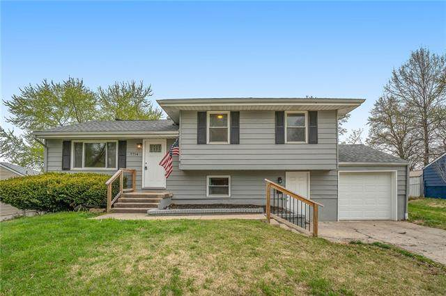 7714 NE 55th Street, Kansas City, MO 64119 (#2315303) :: Ron Henderson & Associates