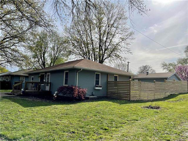 601 13th Street, Blue Springs, MO 64015 (#2315305) :: Ron Henderson & Associates