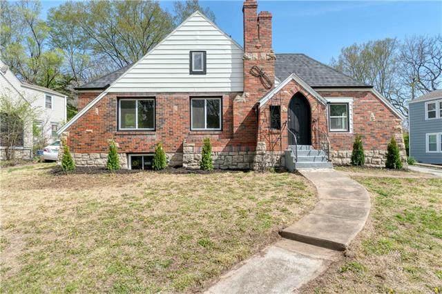 2252 E 77 Terrace, Kansas City, MO 64132 (#2315337) :: Audra Heller and Associates