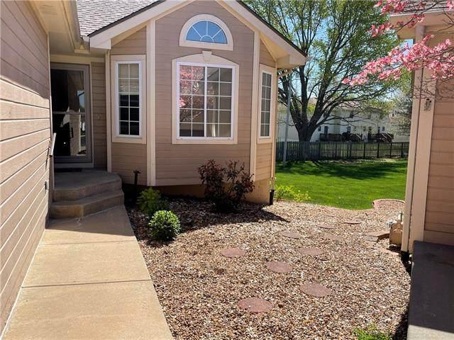 316 NW Durango Street, Blue Springs, MO 64014 (#2315343) :: Ron Henderson & Associates