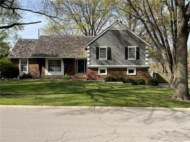 12645 Overbrook Road, Leawood, KS 66209 (#2315541) :: The Shannon Lyon Group - ReeceNichols