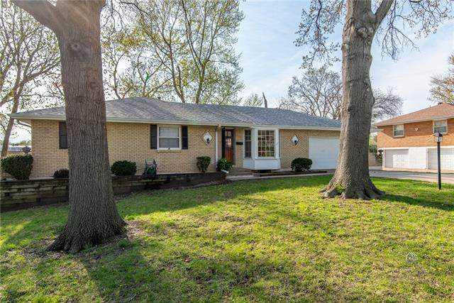 6520 Hardy Avenue, Raytown, MO 64133 (#2315626) :: Team Real Estate