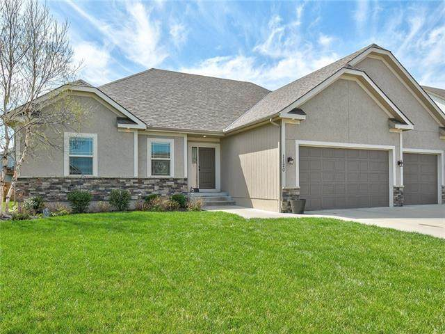 1120 SW Conch Way, Blue Springs, MO 64064 (#2315656) :: Audra Heller and Associates
