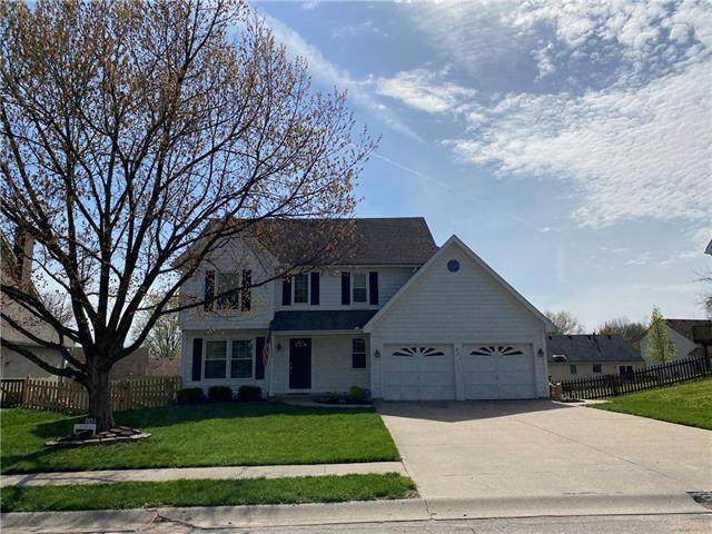 801 S Valley Drive, Lansing, KS 66043 (#2315683) :: Audra Heller and Associates