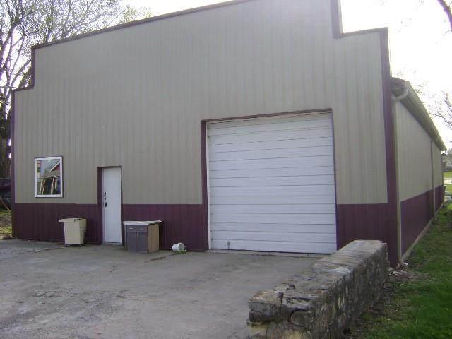 409 S Union Street, Mclouth, KS 66054 (#2315696) :: Ron Henderson & Associates