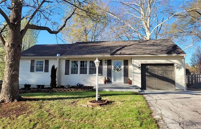 7401 NW 75th Street, Kansas City, MO 64152 (#2315704) :: Ron Henderson & Associates