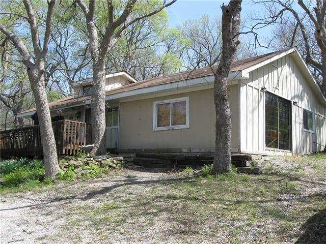 9417 NW Canyon Drive, Kansas City, MO 64139 (#2315886) :: Ron Henderson & Associates