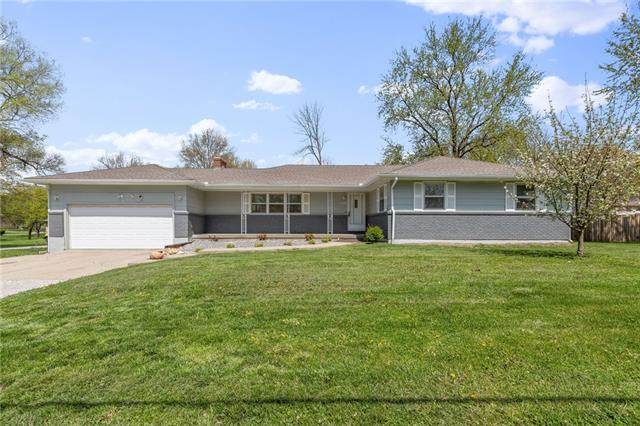 15308 Parallel Road, Basehor, KS 66007 (#2315895) :: Ron Henderson & Associates