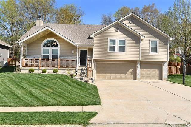 1007 SW Southcrest Drive, Blue Springs, MO 64015 (#2315899) :: Ask Cathy Marketing Group, LLC