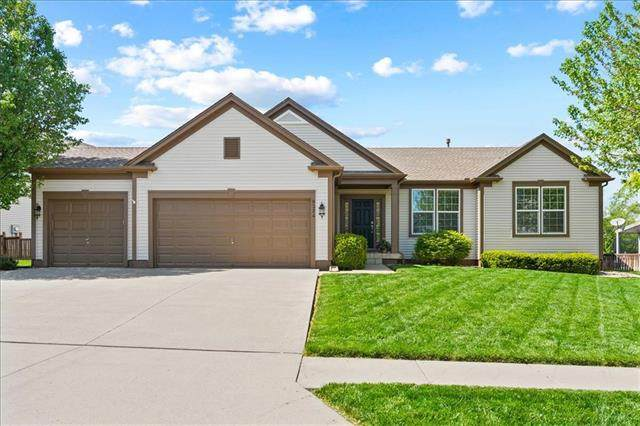 9324 Kenton Street, Lenexa, KS 66227 (#2316157) :: Team Real Estate