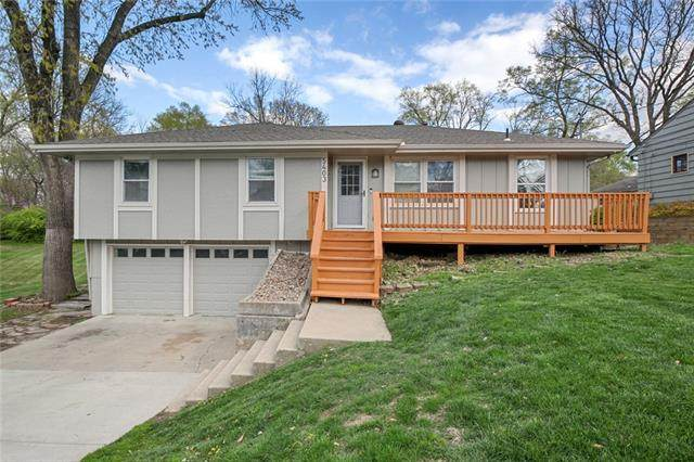 5403 Hardy Street, Overland Park, KS 66202 (#2316275) :: Beginnings KC Team
