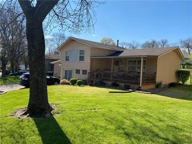 4001 E. 46th Terrace, Kansas City, MO 64130 (#2316284) :: The Rucker Group