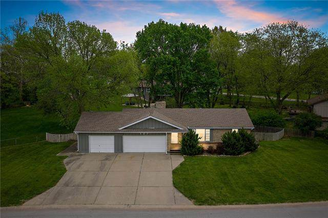 127 N Winnebago Drive, Lake Winnebago, MO 64034 (#2316474) :: The Kedish Group at Keller Williams Realty