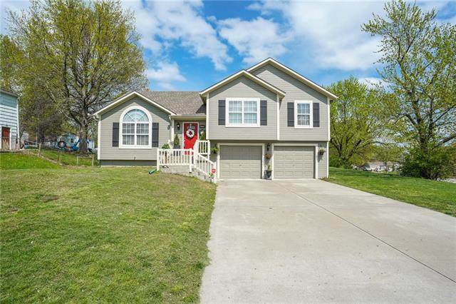 3211 N Pleasant Street, Independence, MO 64050 (#2316513) :: The Shannon Lyon Group - ReeceNichols