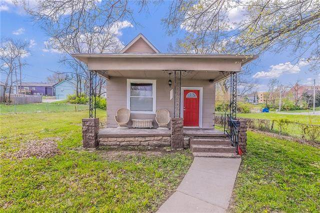 729 Oakland Avenue, Kansas City, KS 66101 (MLS #2316548) :: Stone & Story Real Estate Group