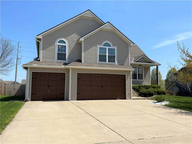 823 Trailway Drive, Raymore, MO 64083 (#2316588) :: Beginnings KC Team