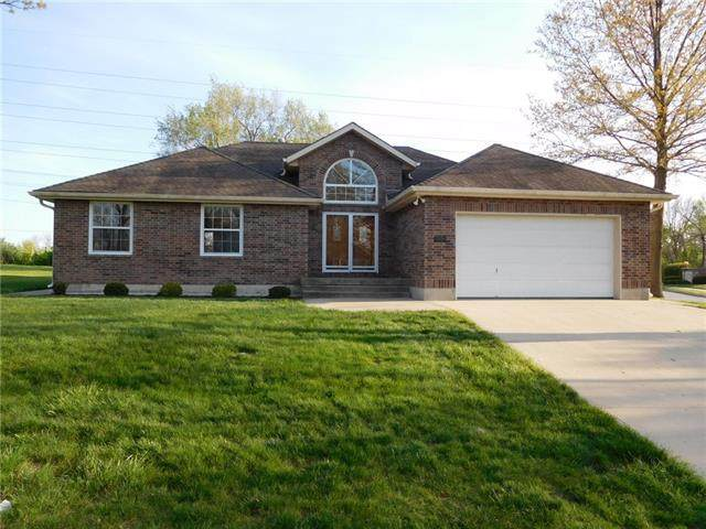 3926 SW Briarwood Oaks Circle, Blue Springs, MO 64015 (#2316636) :: Beginnings KC Team