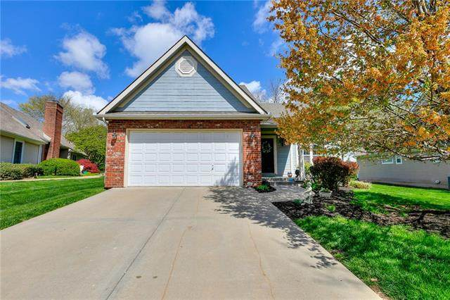 13713 Pembroke Circle, Leawood, KS 66224 (#2316663) :: The Shannon Lyon Group - ReeceNichols