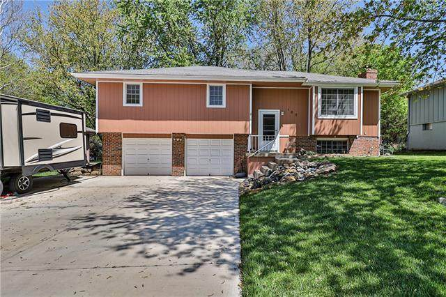 105 SE Sherri Lane, Blue Springs, MO 64014 (#2316827) :: Five-Star Homes