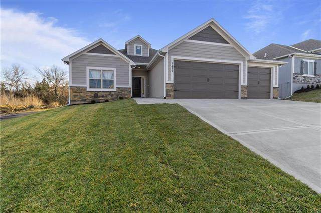 2325 NE Andromada Court, Blue Springs, MO 64029 (#2316870) :: Beginnings KC Team