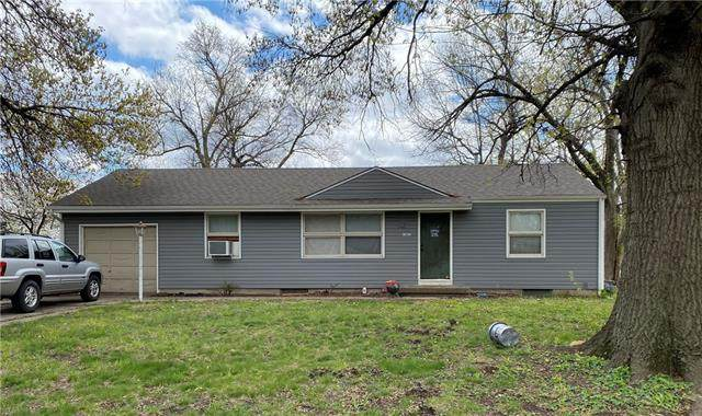 12027 W 61st Terrace, Shawnee, KS 66216 (#2316913) :: Eric Craig Real Estate Team