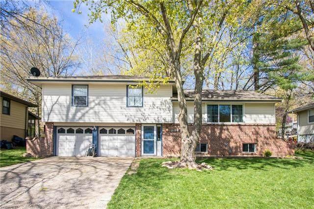 4818 NW Woody Creek Lane, Kansas City, MO 64151 (#2316973) :: Team Real Estate