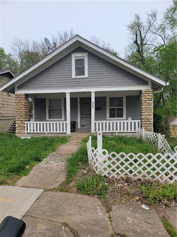 6733 Askew Avenue, Kansas City, MO 64132 (#2317109) :: The Rucker Group