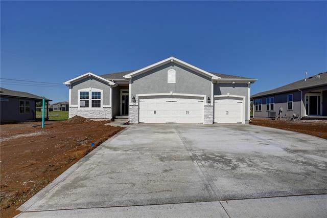 10716 N Fisk Avenue, Kansas City, MO 64154 (#2317313) :: Team Real Estate