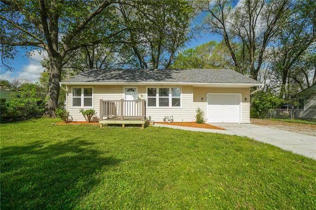 314 Prairie Street, Buckner, MO 64016 (#2317314) :: Dani Beyer Real Estate