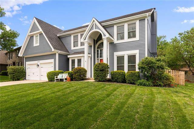 4904 W 157th Place, Overland Park, KS 66224 (#2317317) :: Ron Henderson & Associates