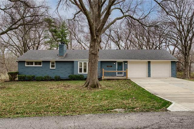 6006 NW Westwood Lane, Kansas City, MO 64151 (#2317579) :: The Rucker Group