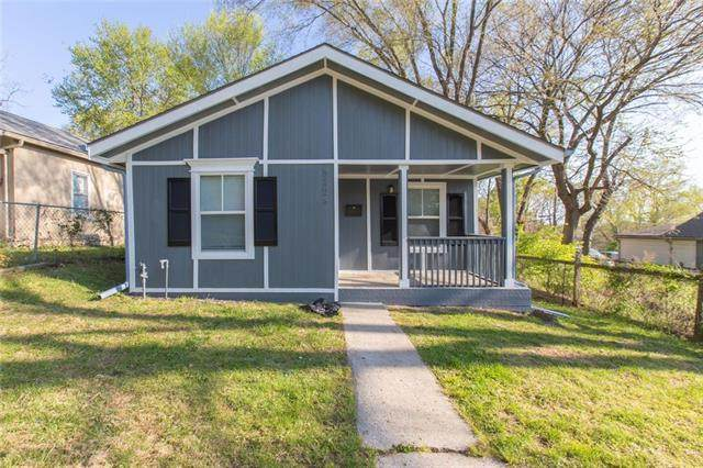 8724 E Roberts Avenue, Independence, MO 64053 (#2317598) :: Beginnings KC Team