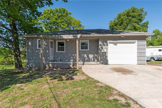2216 S 10th Street, Kansas City, KS 66103 (#2317628) :: Dani Beyer Real Estate